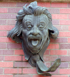 Einstein, Willamette Hall