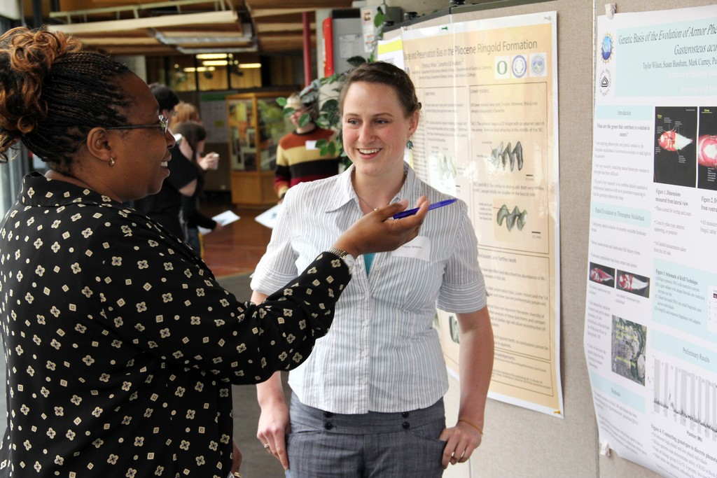 Jane Irungu, Associate Director of CMAE GPS asks Biology Major Taylor Wilson about her research.
