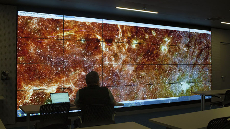 University of Oregon library's visualization lab