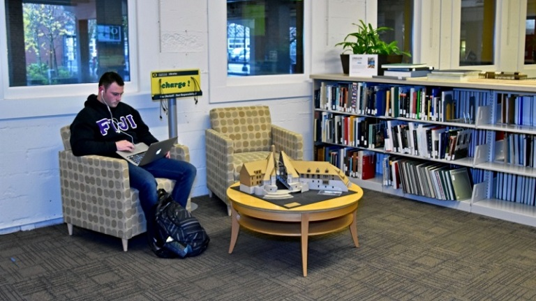 Student studying in the UO Portland Library