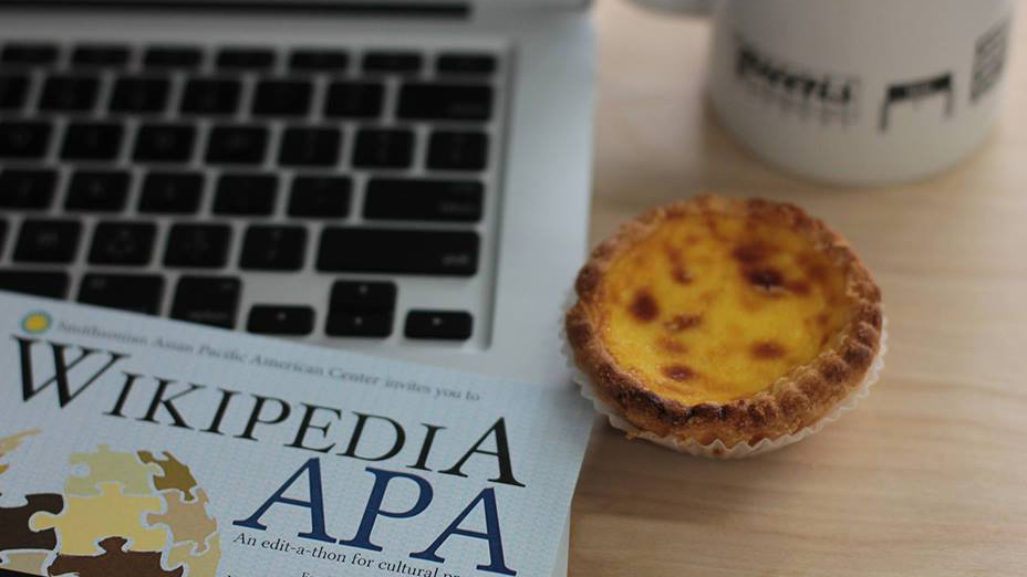 Computer keyboard with coffee cup and mini-quiche
